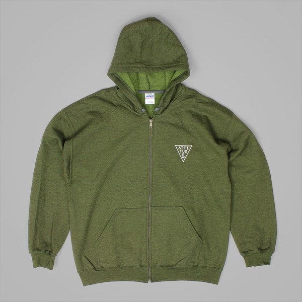 ATTITUDE TRIANGLE EMB ZIP HOOD OLIVE