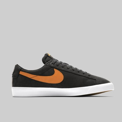 NIKE SB GT BLAZER LOW 'CATS PAW' QS BLACK VIVID ORANGE
