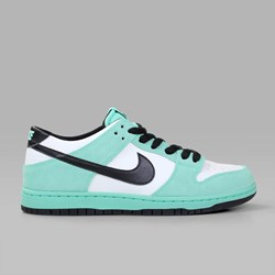 NIKE SB DUNK LOW PRO IW GREEN GLOW BLACK WHITE