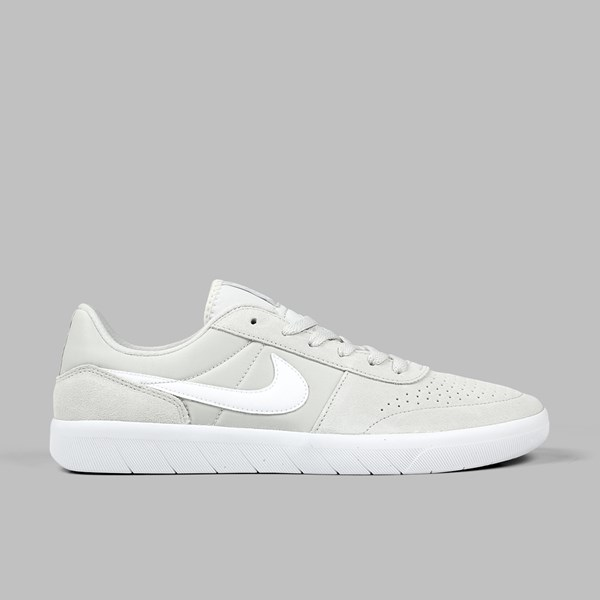 NIKE SB TEAM CLASSIC LIGHT BONE WHITE RIDGEROCK