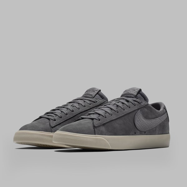 NIKE SB X ANTI HERO GT BLAZER LOW QS DARK GREY