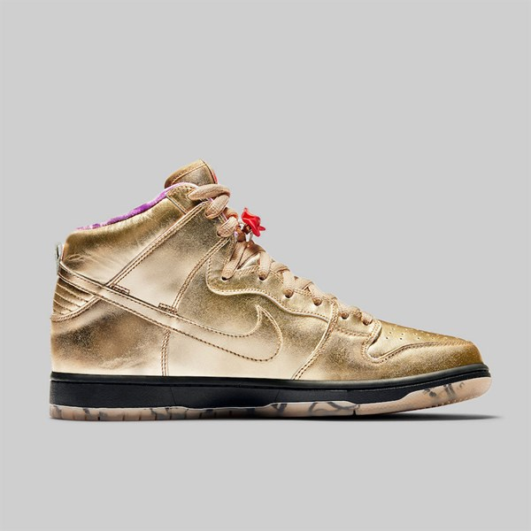 buy popular 03980 5d6ee NIKE SB X HUMIDITY DUNK HIGH QS METALLIC GOLD ...