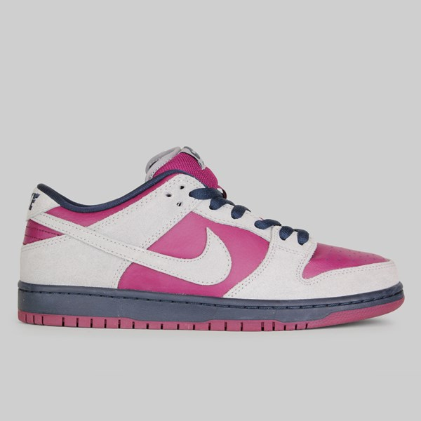 los angeles ac4c6 66e33 NIKE SB DUNK LOW PRO ATMOSPHERE GREY TRUE BERRY
