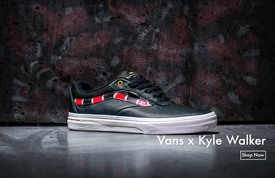 0498181153 Skateboarding